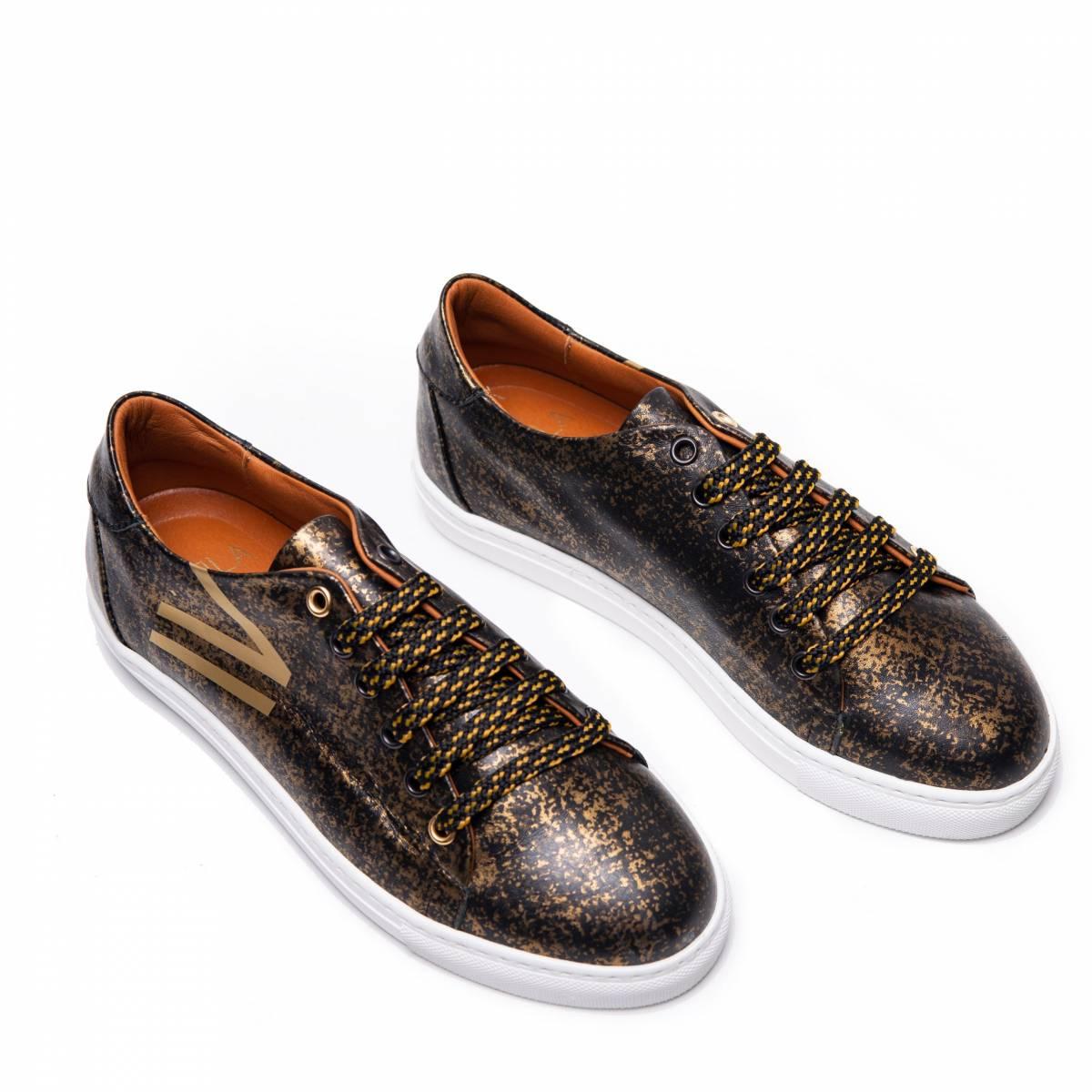 Doble-b-sneaker-negro-oro-lr.jpg