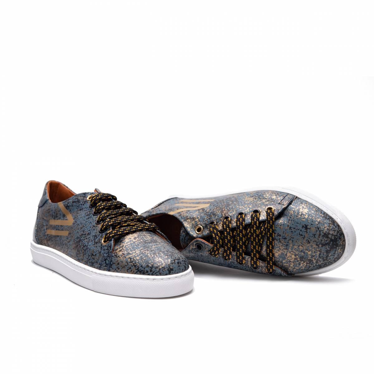 Doble-sneaker-azul-oro-lr.jpg