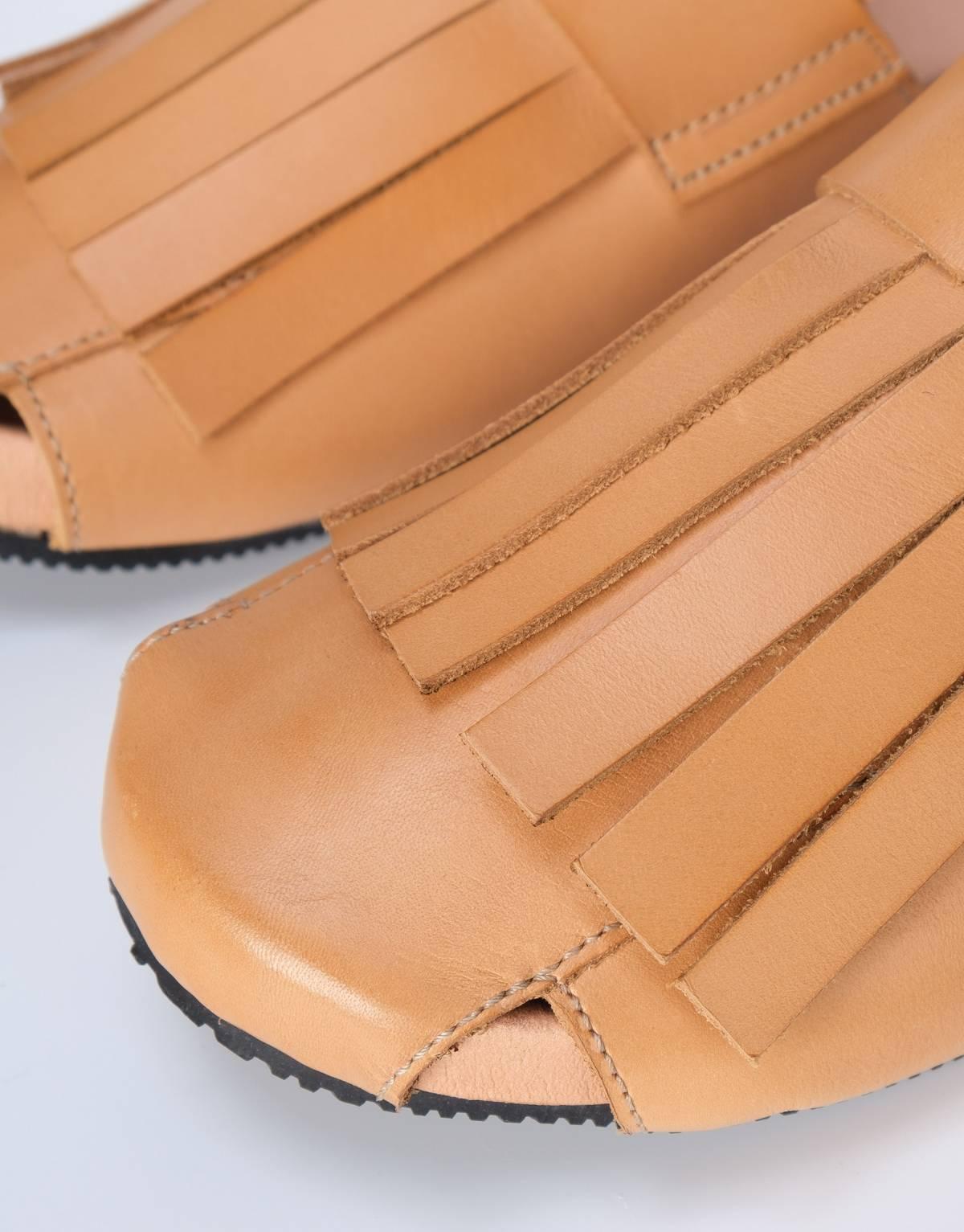 sandalia-marron-detalle